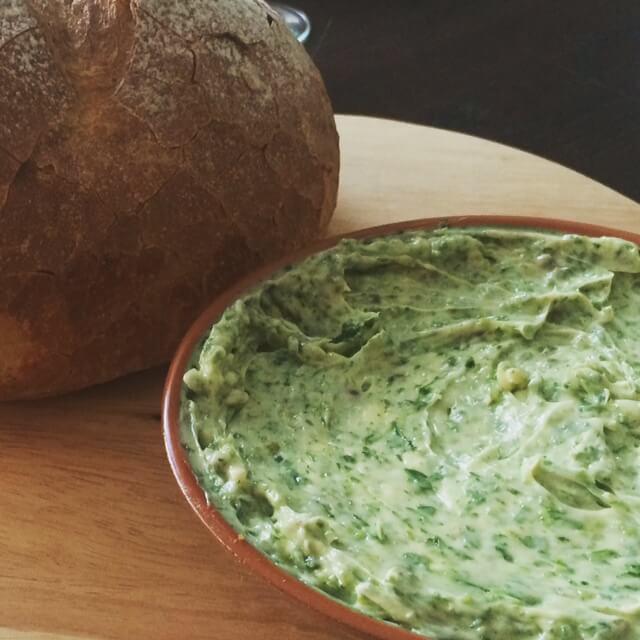 Bourgondisch brood met kruidenboter - Viving.nl